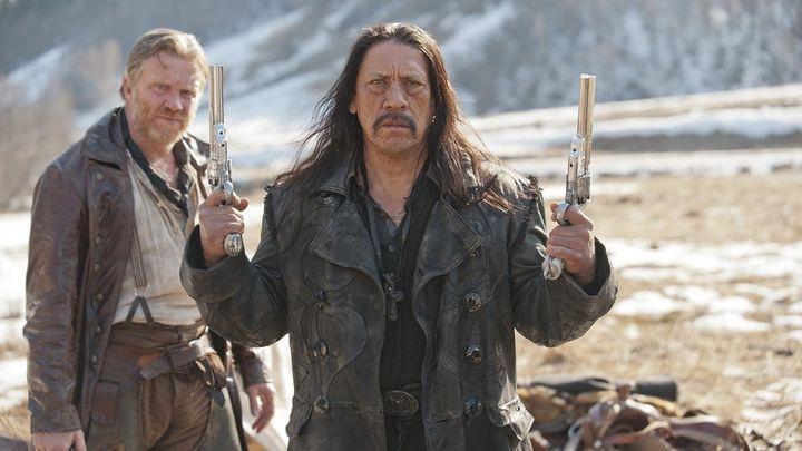 Una scena tratta dal film Dead in Tombstone