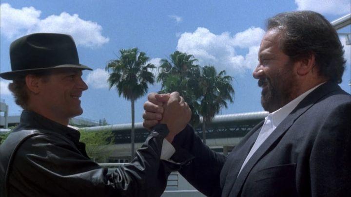 Una scena tratta dal film Miami Supercops - I poliziotti dell'8ª strada