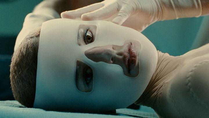 Una scena tratta dal film La Pelle Che Abito
