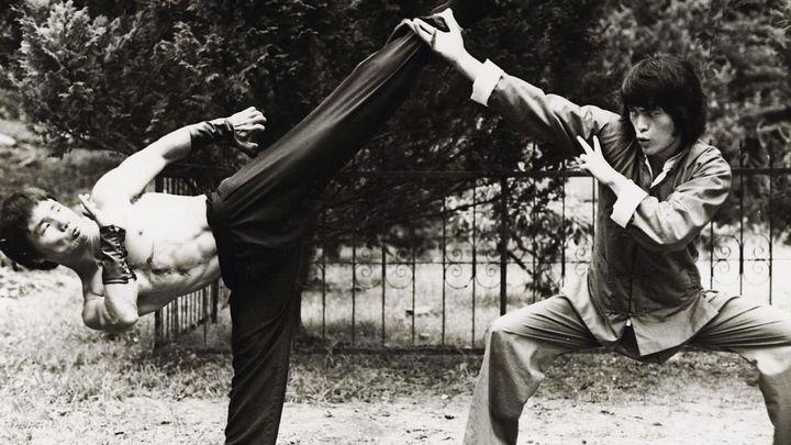 Una scena tratta dal film L'ultima sfida di Bruce Lee