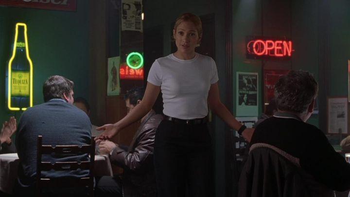 Una scena tratta dal film Angel Eyes - Occhi d'angelo