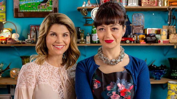 Una scena tratta dal film Garage Sale Mystery - Fotografia di un omicidio