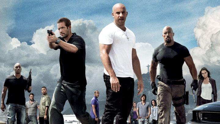 Una scena tratta dal film Fast & Furious 5