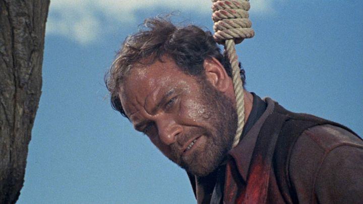 Una scena tratta dal film Cimitero senza croci
