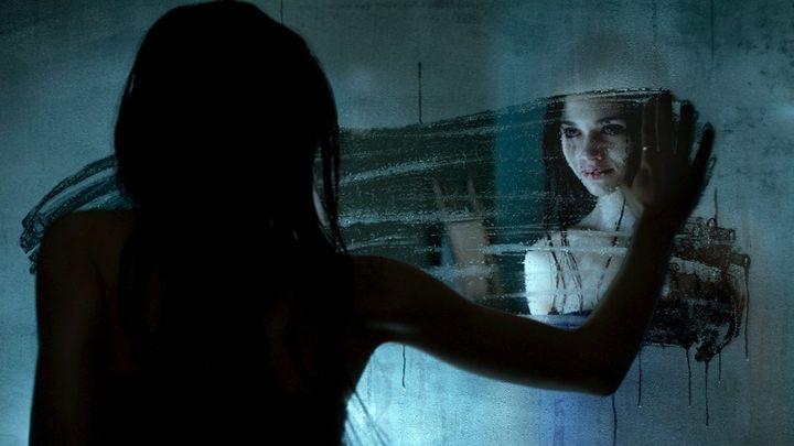 Una scena tratta dal film Look Away - Lo sguardo del male
