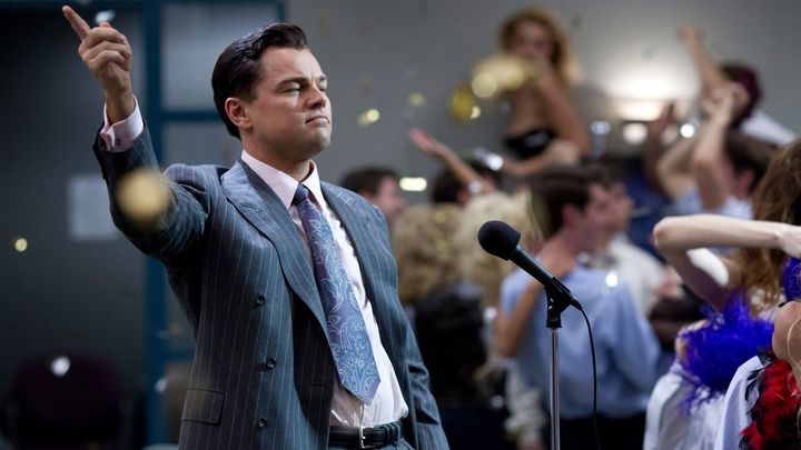 Una scena tratta dal film The Wolf Of Wall Street