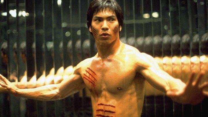 Una scena tratta dal film Dragon: La Storia Di Bruce Lee