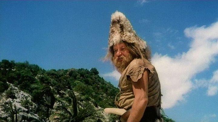 Una scena tratta dal film Il Signor Robinson, Mostruosa Storia D'amore E D'avventure