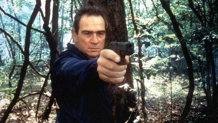 Una scena tratta dal film U.S. Marshals - Caccia senza tregua