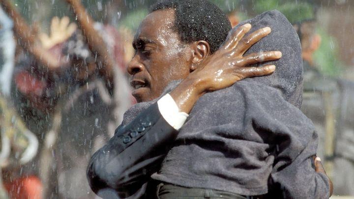 Una scena tratta dal film Hotel Rwanda